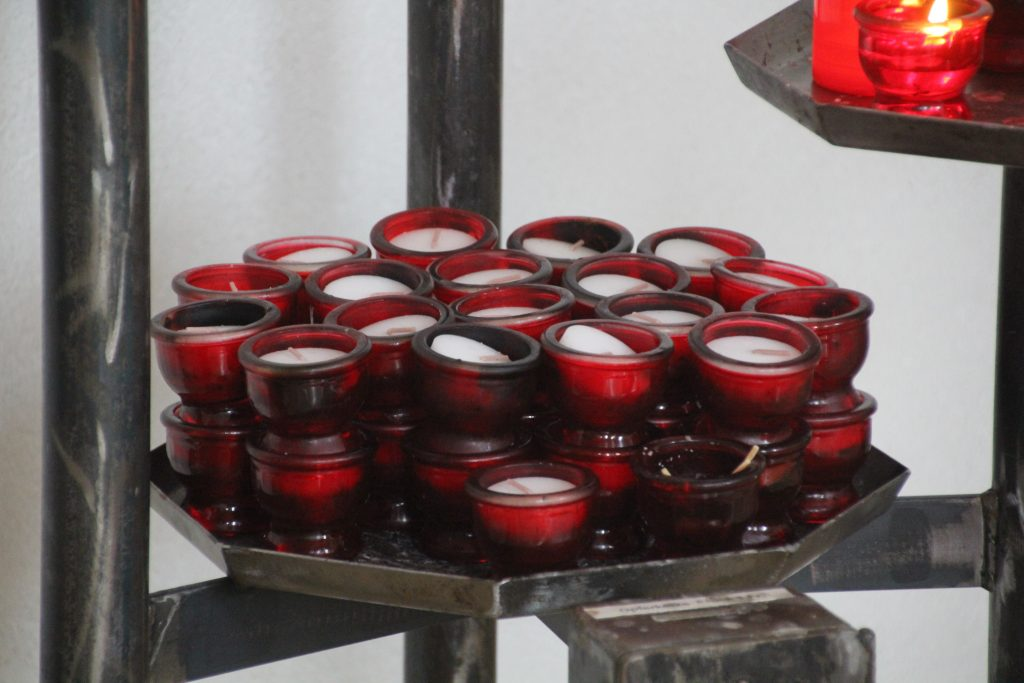 Teelich-Kerzen des Wunschbuches Kirche St. Josef Wahlen